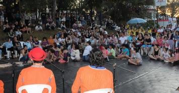 """Encontro de Danças movimentou Praça """"Brasilinha"""" nesse sábado."""