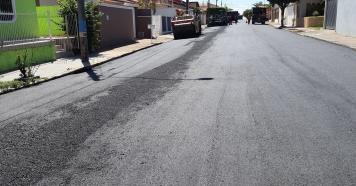 Prefeitura retoma recapeamento de ruas
